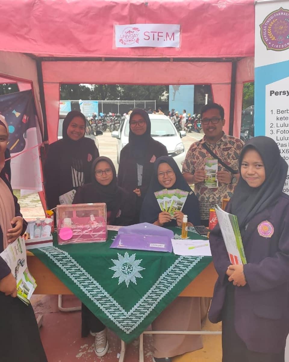 Perkenalan di Univday SMA Negeri 4 Kota Cirebon