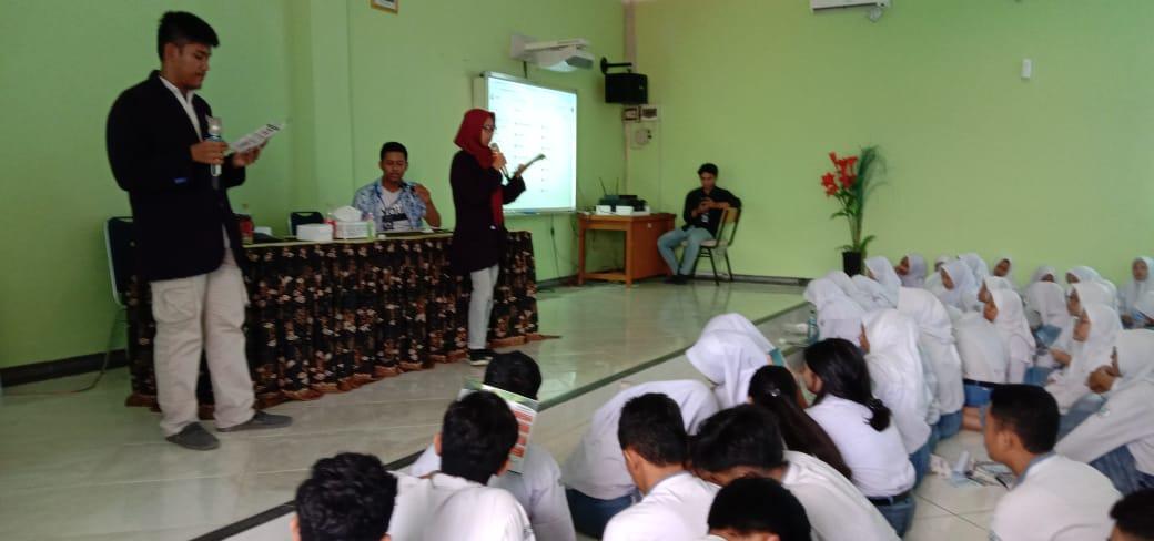 Perkenalan di Univday SMA Negeri 5 Kota Cirebon