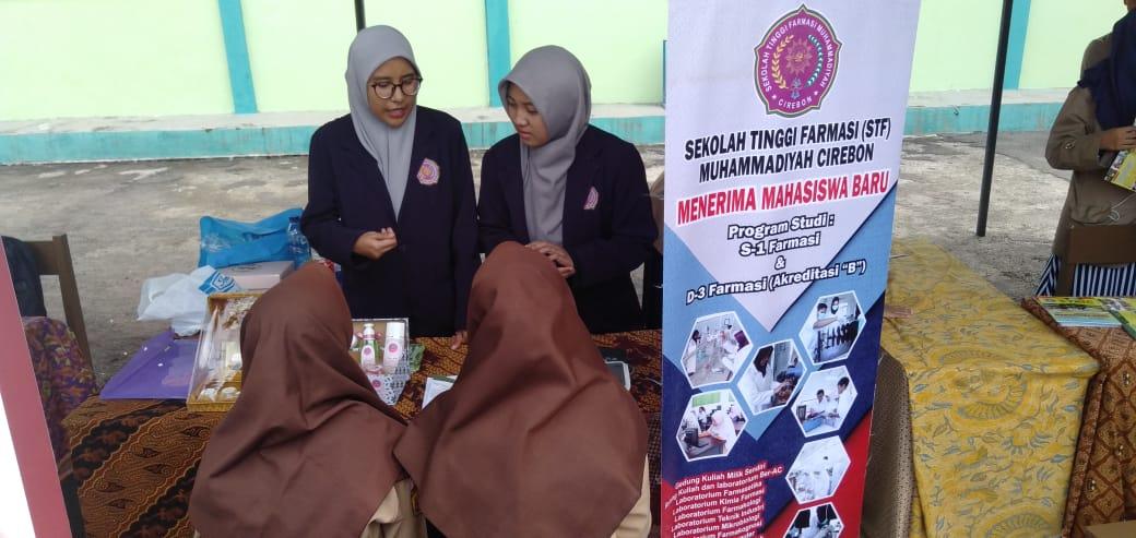 Perkenalan di Univday MA Negeri 1 Kota Cirebon